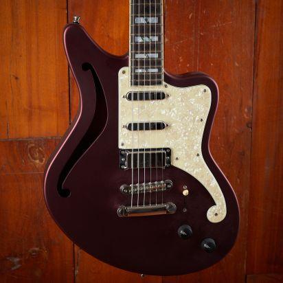 D'Angelico Deluxe Bedford SH LTD Ebony Fingerboard Matte Wine