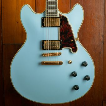 D'Angelico Deluxe DC, Matte Blue