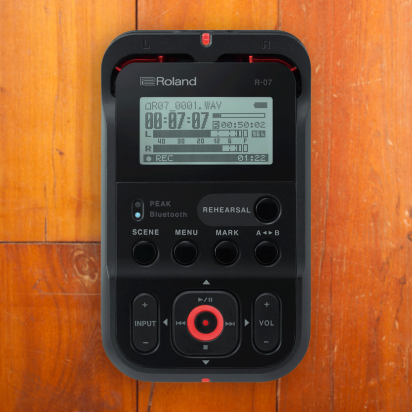 Roland Roland R07 Recorder (Available in Three Colors)