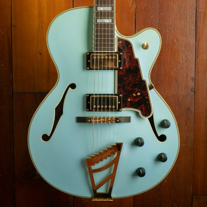 D'Angelico Deluxe DH, Matte Blue