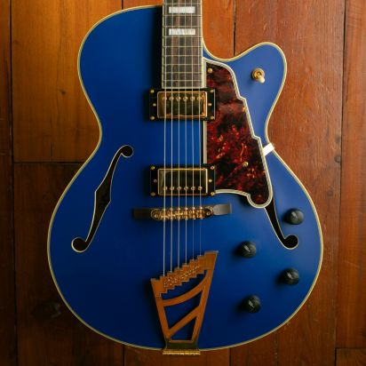 D'Angelico DADDHMTBGT (Deluxe DH, Matte Royal Blue)