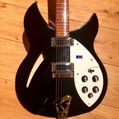 Rickenbacker 330 MBL, Black, Case