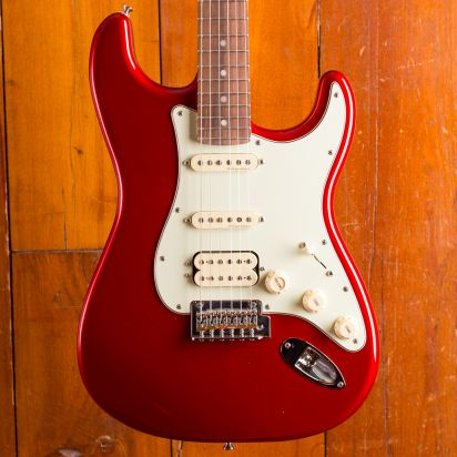 Fender Deluxe Stratocaster HSS, Pau Ferro, Candy Apple Red