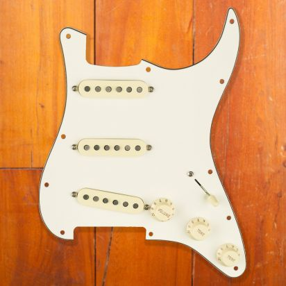 Fender Pre-wired pickguard Stratocaster SSS Fat 50's Parchment